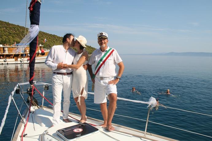 Matrimonio In Barca : Matrimoni in alto mare ecco come dirsi sì in adriatico in mezzo